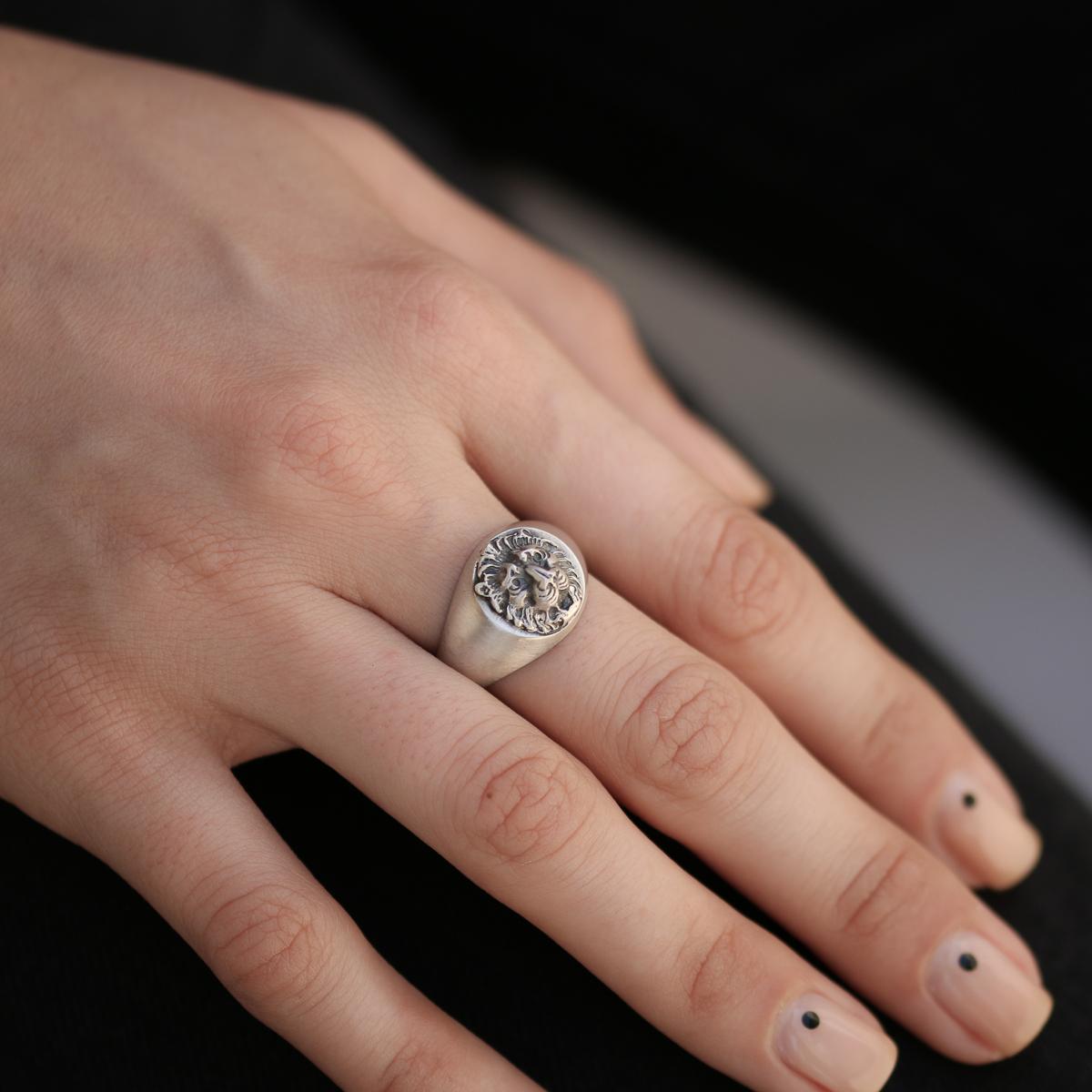 Round Lion Head Signet Ring